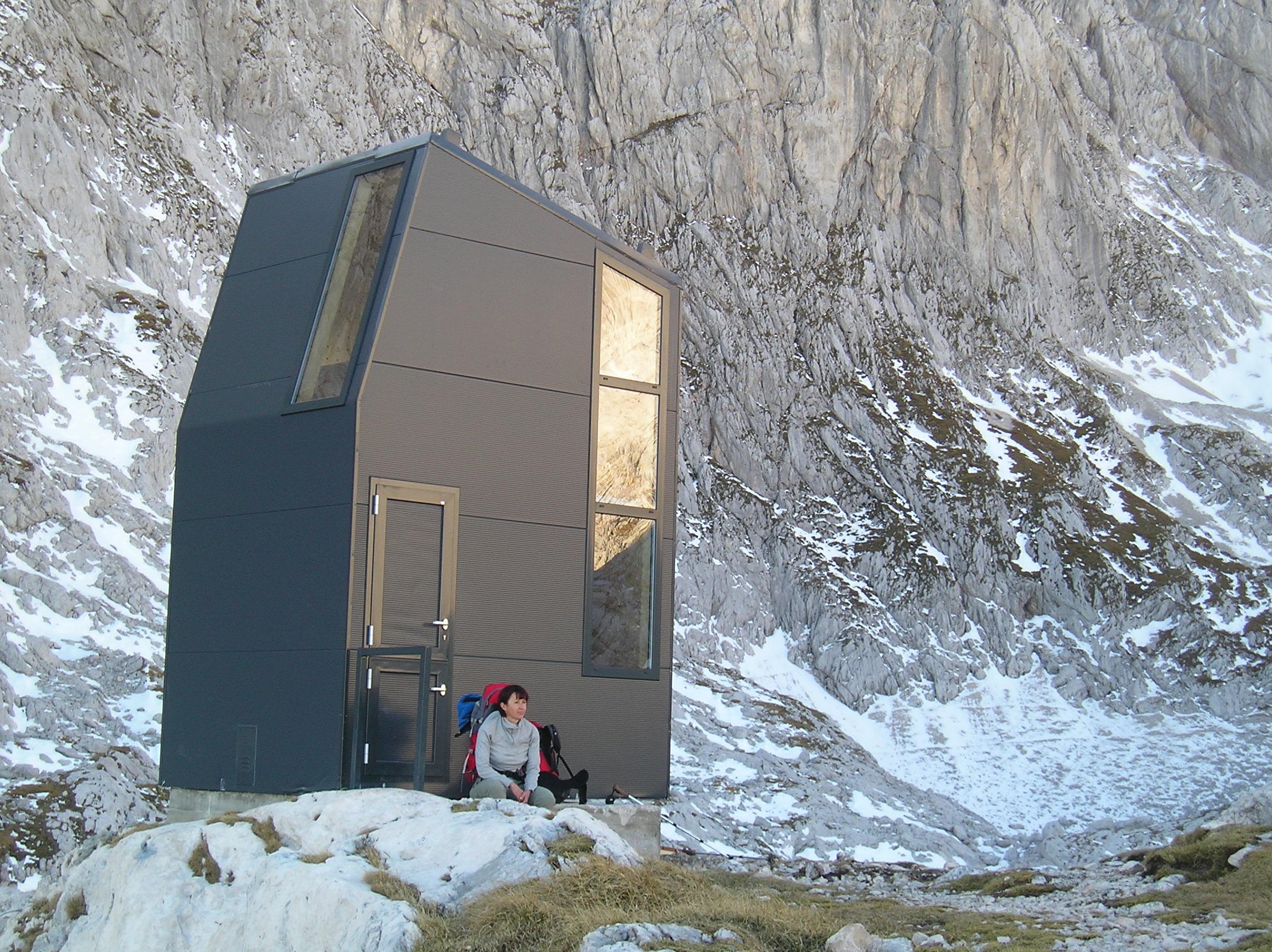 Car Showroom and Sales Centre Mercedes-Benz